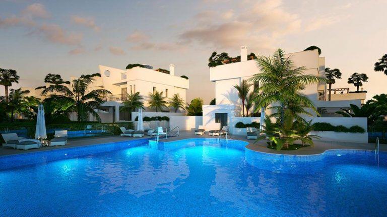 Communal swimming-pool in calahonda